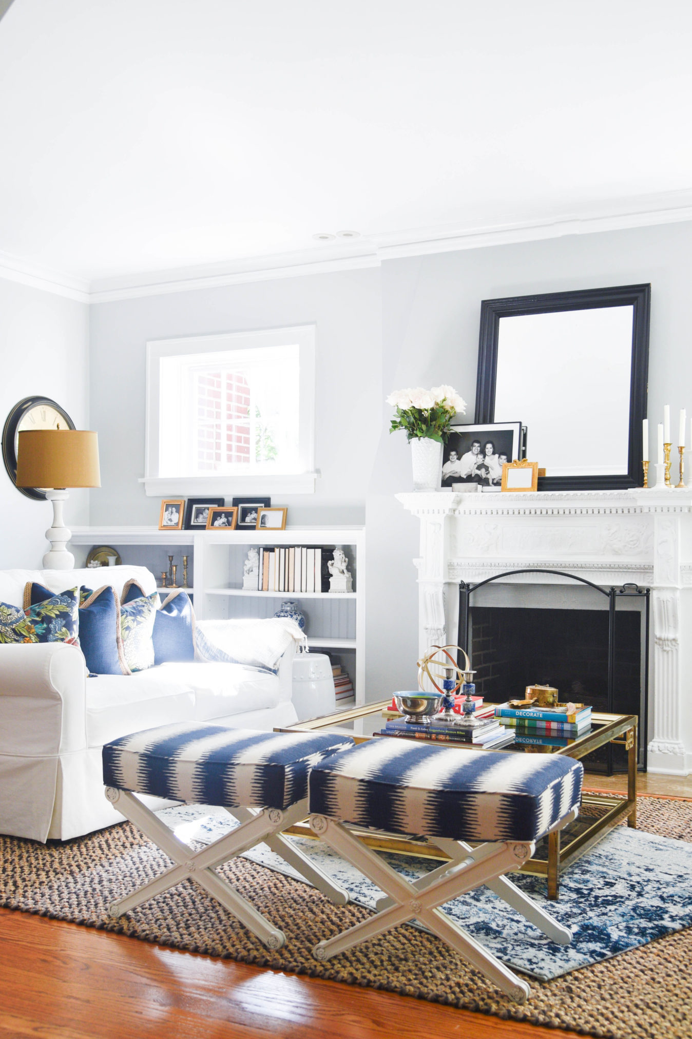 Create a family friendly living room that is still stylish yet kid friendly, head over to A blissful Nest for all the tips #interiors #livingrooms #kidspaces