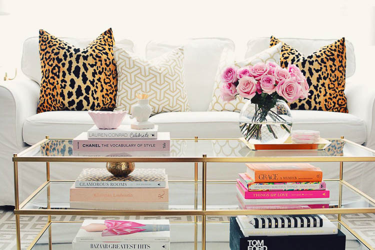 Easy tips to coffee table styling on the blog, see more at www.homewithkeki.com #designtips #coffeetablestyling