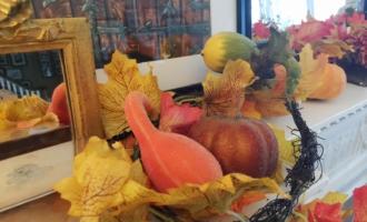 Thanksgiving Fall Mantel