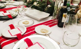 Feature Friday // Holiday Tablescapes