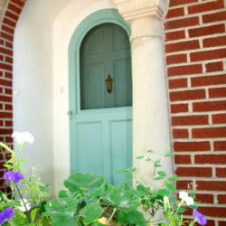 https://www.homewithkeki.com/2014/08/curb-appeal-front-door-paint-colors-parte-dos.html