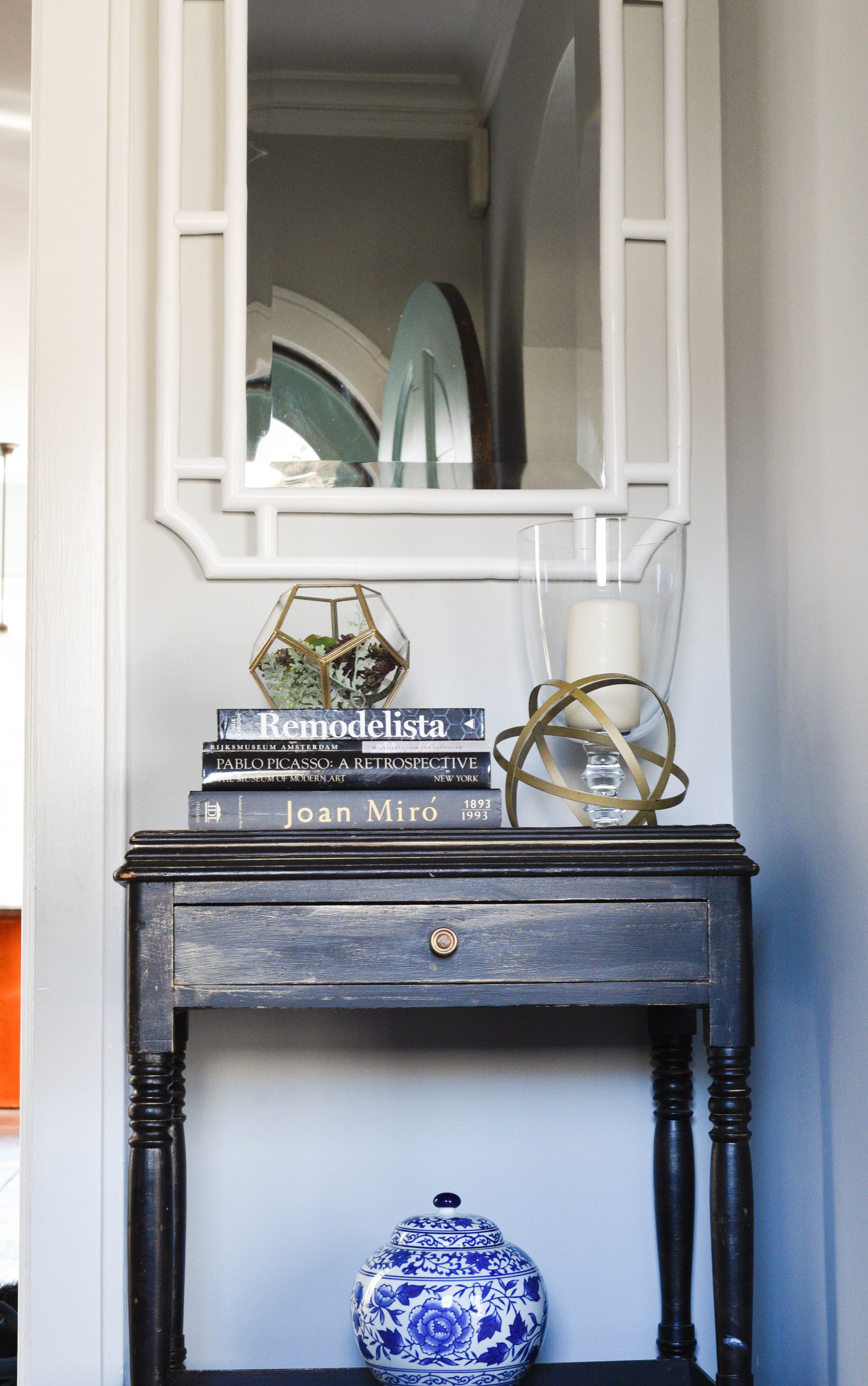 Foyer Table Styling : Foyer entrance styling white mirror table