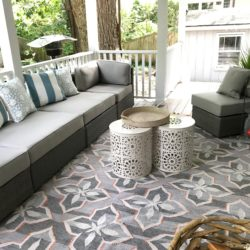 Tips and ideas on how to design and style a backyard porch without blocking your view and creating an outdoor oasis is on the blow wwww.homewithkeki.com #interiordesign #outdoorliving #porchdesigns