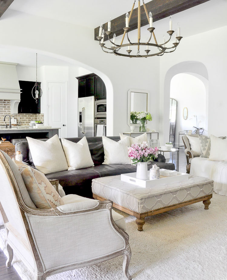 Best White Paint Colors For Home Staging